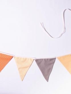 Banderines triangulares de tela doble x 2 mts – tonos cálidos